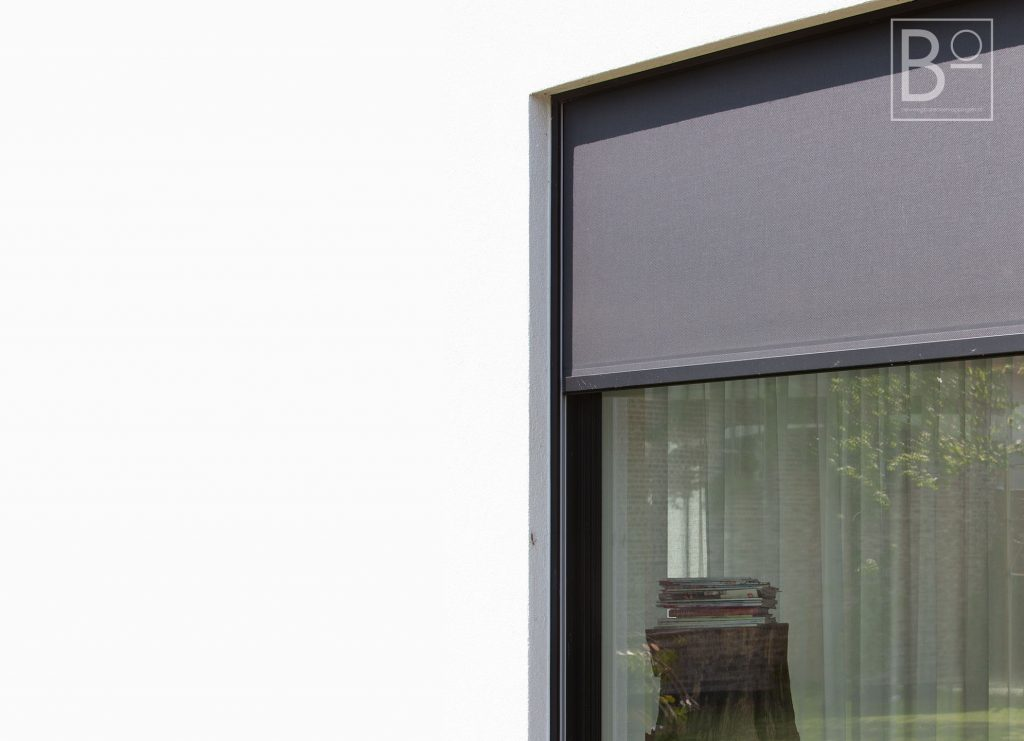 screens geïntegreerd in muur dus onzichtbaar