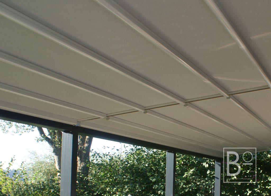 PVC doek en geïntegreerde led verlichting in onze overkappingen