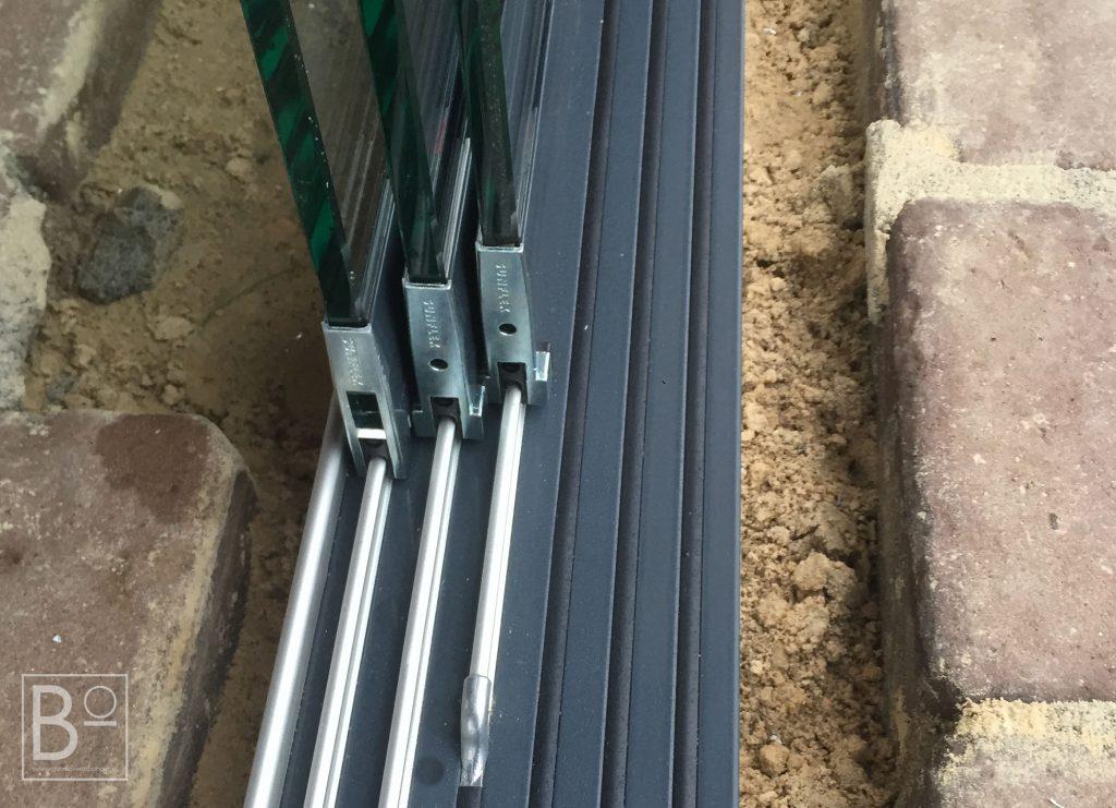 zware glazen deuren geleiden makkelijk op deze rails