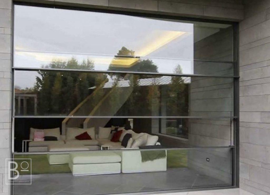 Moderne glazen schuifwand op maat