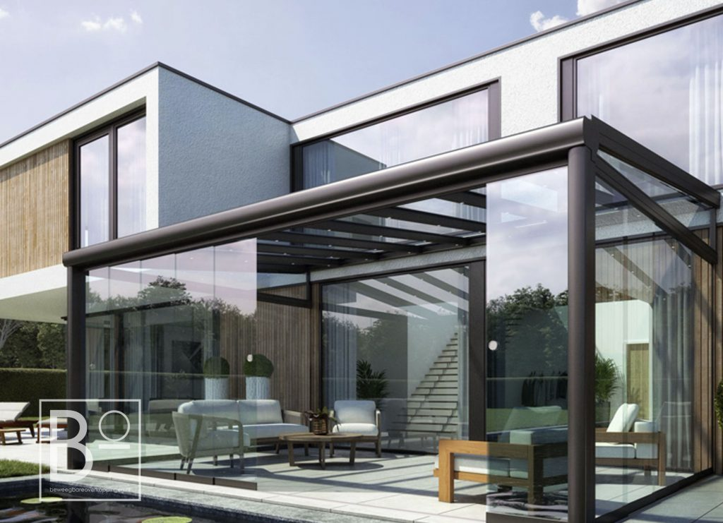Extra kamer en tuinkamer door overkapping met glazen dak en glazen wanden
