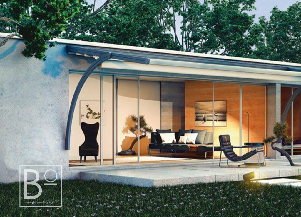 sierlijke vrijhangende overkapping die de architectuur van een huis complimenteerd
